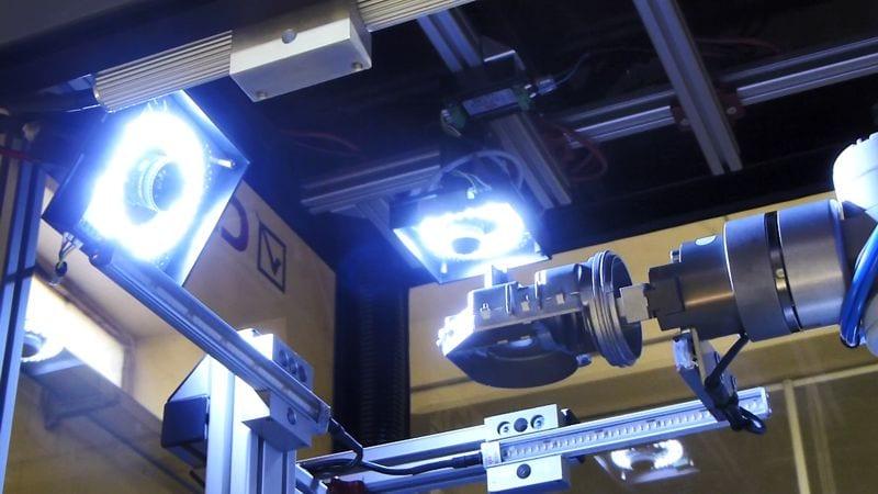 cb-692-robot-01-800