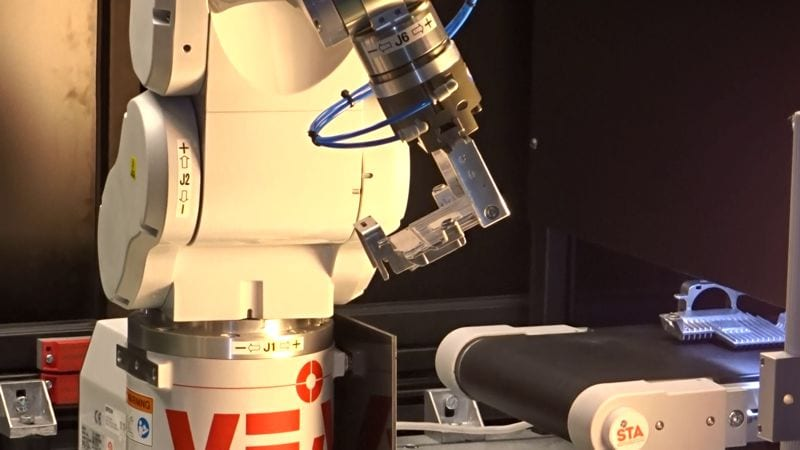 cb-873-robot-01-800