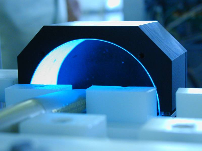 Electroluminescent illuminator for recognition of laser marked characters on circular surface